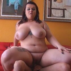 Me llamo Sandra, tengo 21 años y mis tetas miden mas de 120 y son 100% naturales.