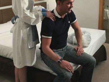 La chica de la lavanderia del hotel cae en las garras de Pedro... y eso que tenia novio :)))